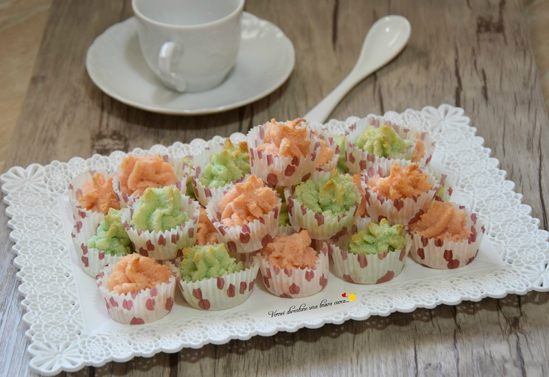 pasticcini con pasta di mandorle colorata