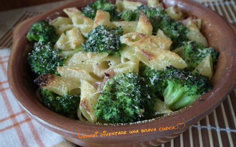 Mezze penne al forno con i broccoli