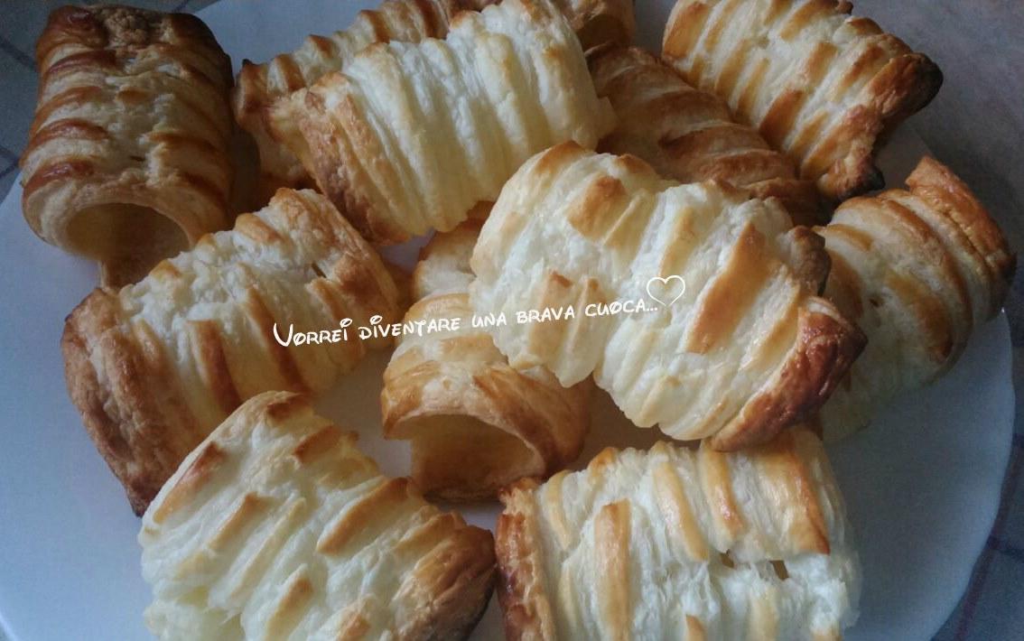 cannoli di pasta sfoglia con crema chantilly2