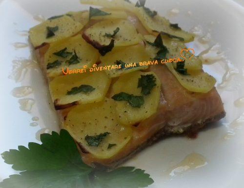 Filetto di trota salmonata vestito di patate