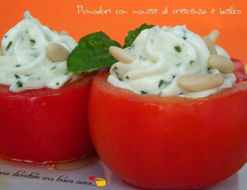 Pomodori con mousse di crescenza e basilico