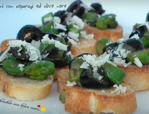 Crostini con asparagi ed olive nere