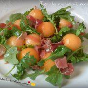 Insalata con melone, rucola e crudo