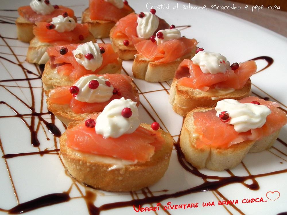 Crostini al salmone stracchino e pepe rosa