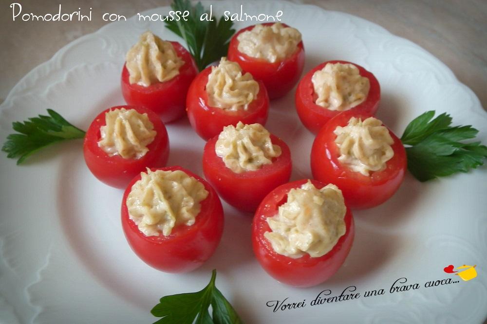 Pomodorini con mousse al salmone