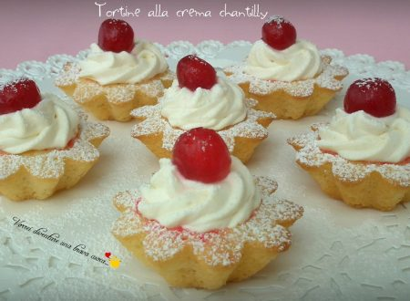 Tortine alla crema chantilly