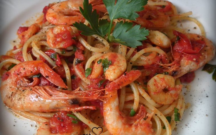 Spaghetti con gamberetti e pomodorini