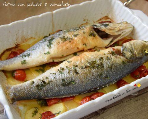 Spigole al forno con patate e pomodorini