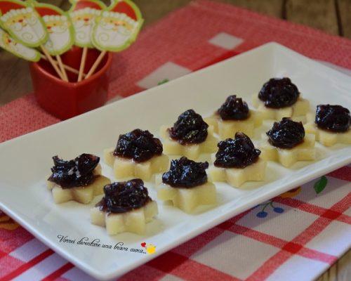 Stelline di formaggi con cipolle caramellate