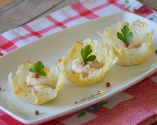 Cestini di parmigiano con mousse al tonno