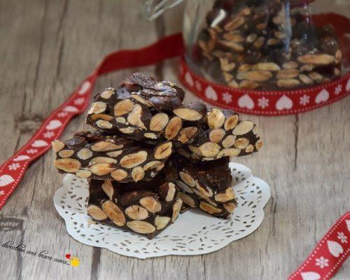 Croccante alle mandorle con cioccolato