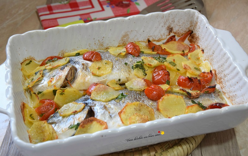 orate al forno con patate e pomodorini