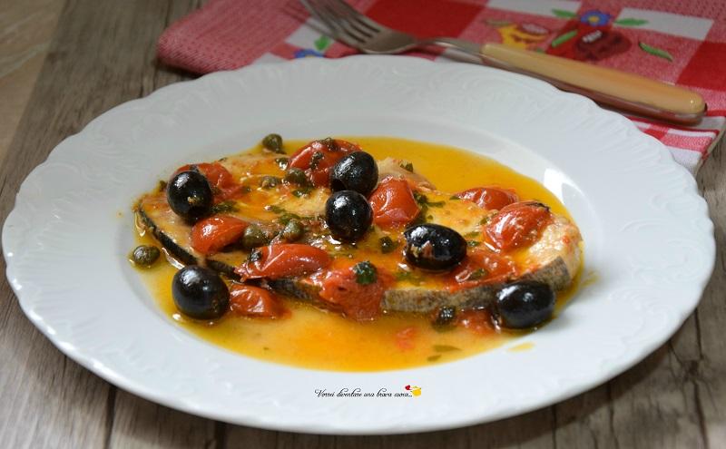 tranci di spada con olive e pomodorini