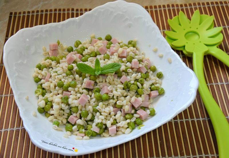 insalata di orzo perlato con piselli e prosciutto