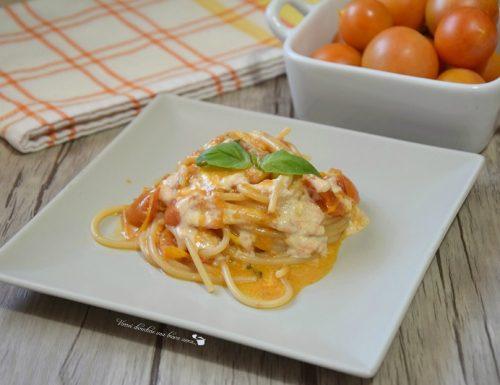 Spaghetti con pomodori gialli e burrata