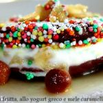 Dolcetti di frolla fritta allo yogurt greco e mele caramellate