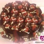 Torta al cioccolato con fragole ripiene di crema