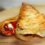 Sfogliatella peperoni e mozzarella