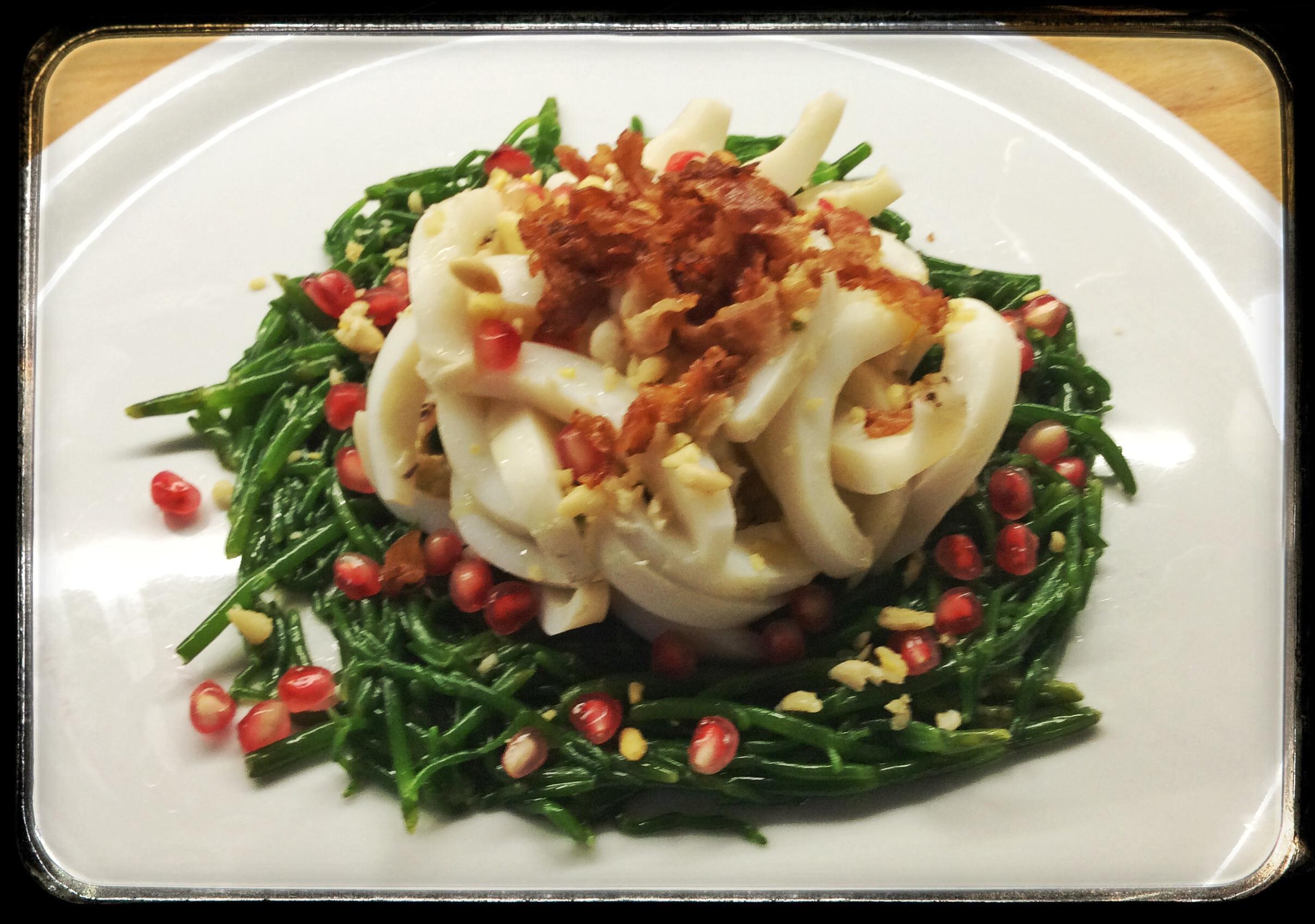 Seppia su asparagi di mare con pancetta croccante