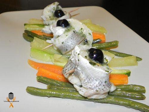 Involtini di spigola con verdure al vapore