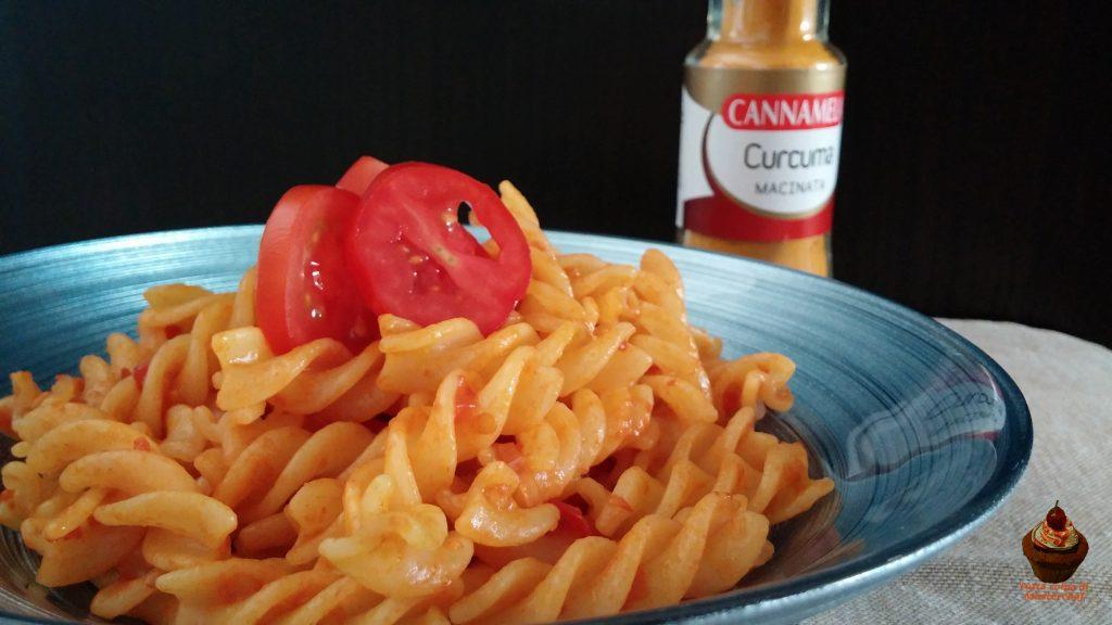 pasta con pomodorini e curcuma