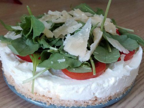 Cheesecake salata rucola e pomodorini