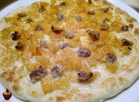 Pizza zucca salsiccia e curcuma