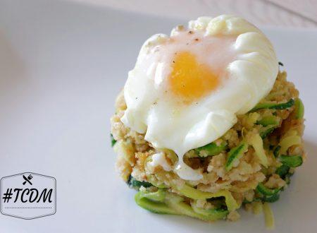 Uovo pochè con spaghetti di zucchine croccanti