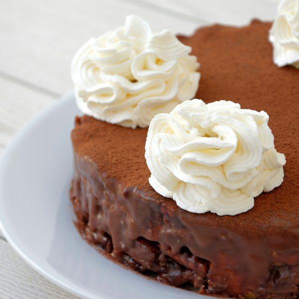 torta al cioccolato e biscotti secchi