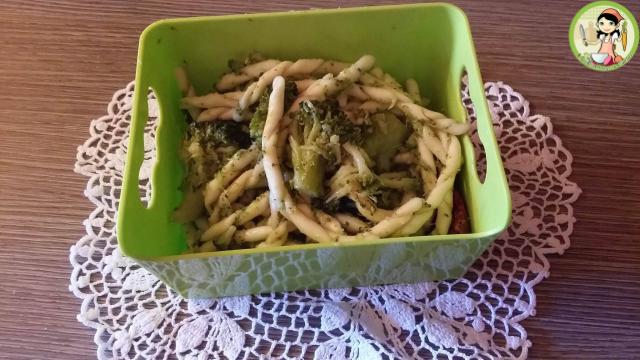 Maccheroni al ferro con broccoli neri