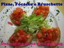 Pizze, Focacce e Bruschette:Torta alla curcuma con radicchio, caprino e pinoli