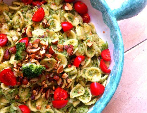 Orecchiette con broccoli e mandorle