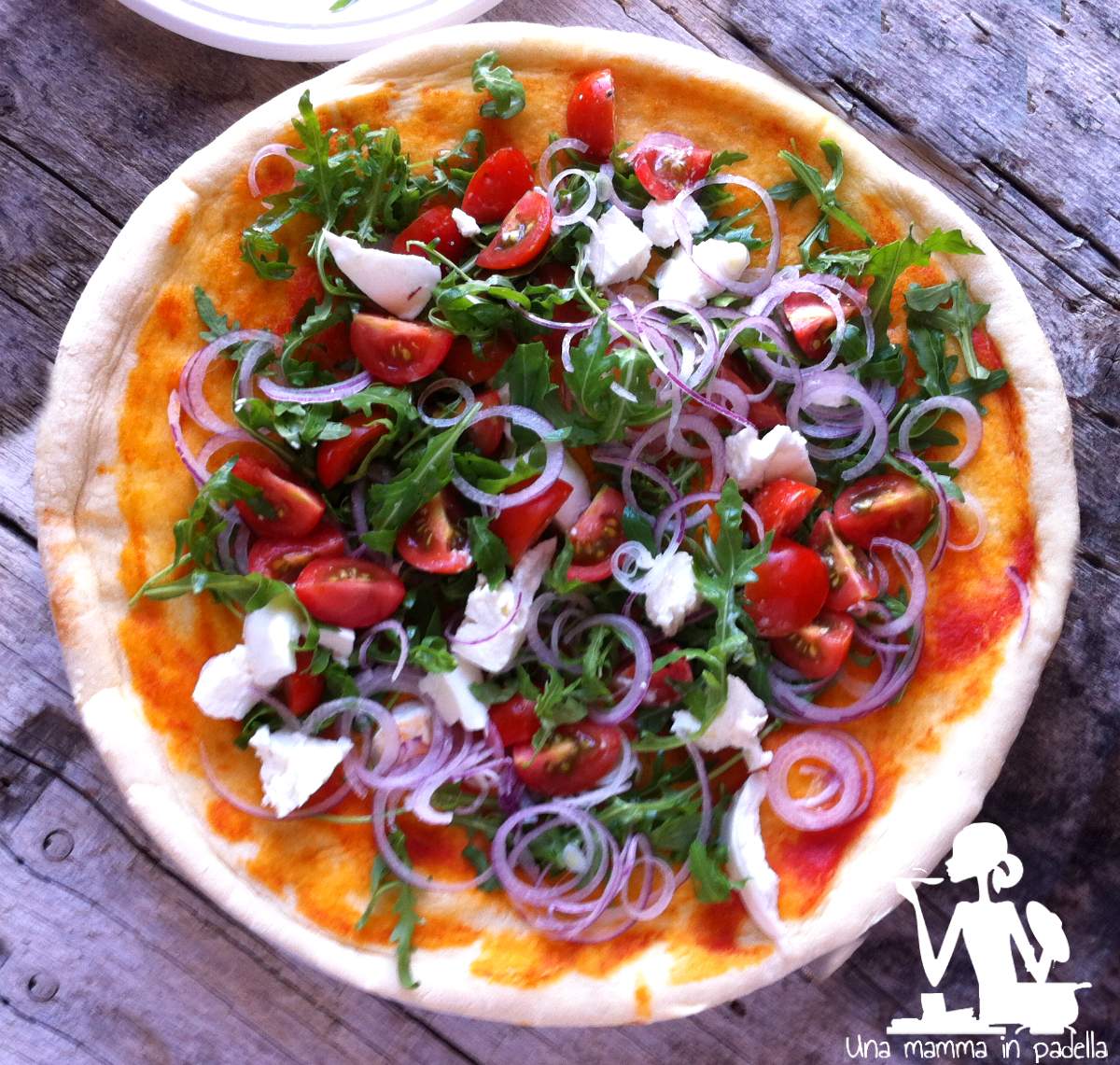 Pizza crudaiola cipolle e rucola