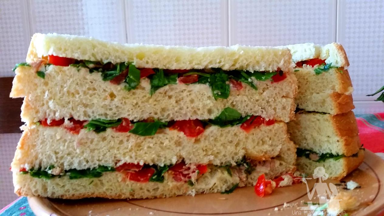 Panettone gastronomico rucola e pomodorini