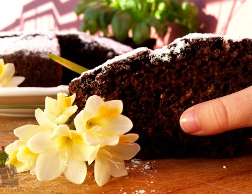 Torta all'acqua cacao e mandorle