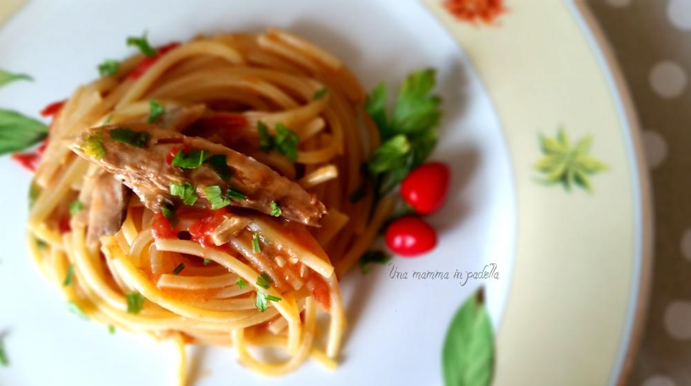Spaghettoni sgombro e pomodorini