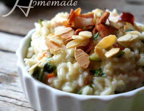 risotto zucchine speck e mandorle