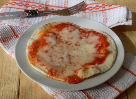 Pizza veloce in padella. Ricetta pasta matta