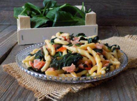 Trofie con spinaci novelli. Ricetta super veloce e gustosa