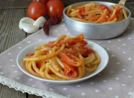 Bucatini all'aglione a modo mio. Ricetta semplice e veloce