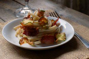 Bucatini cremosi con pancetta e zucchine