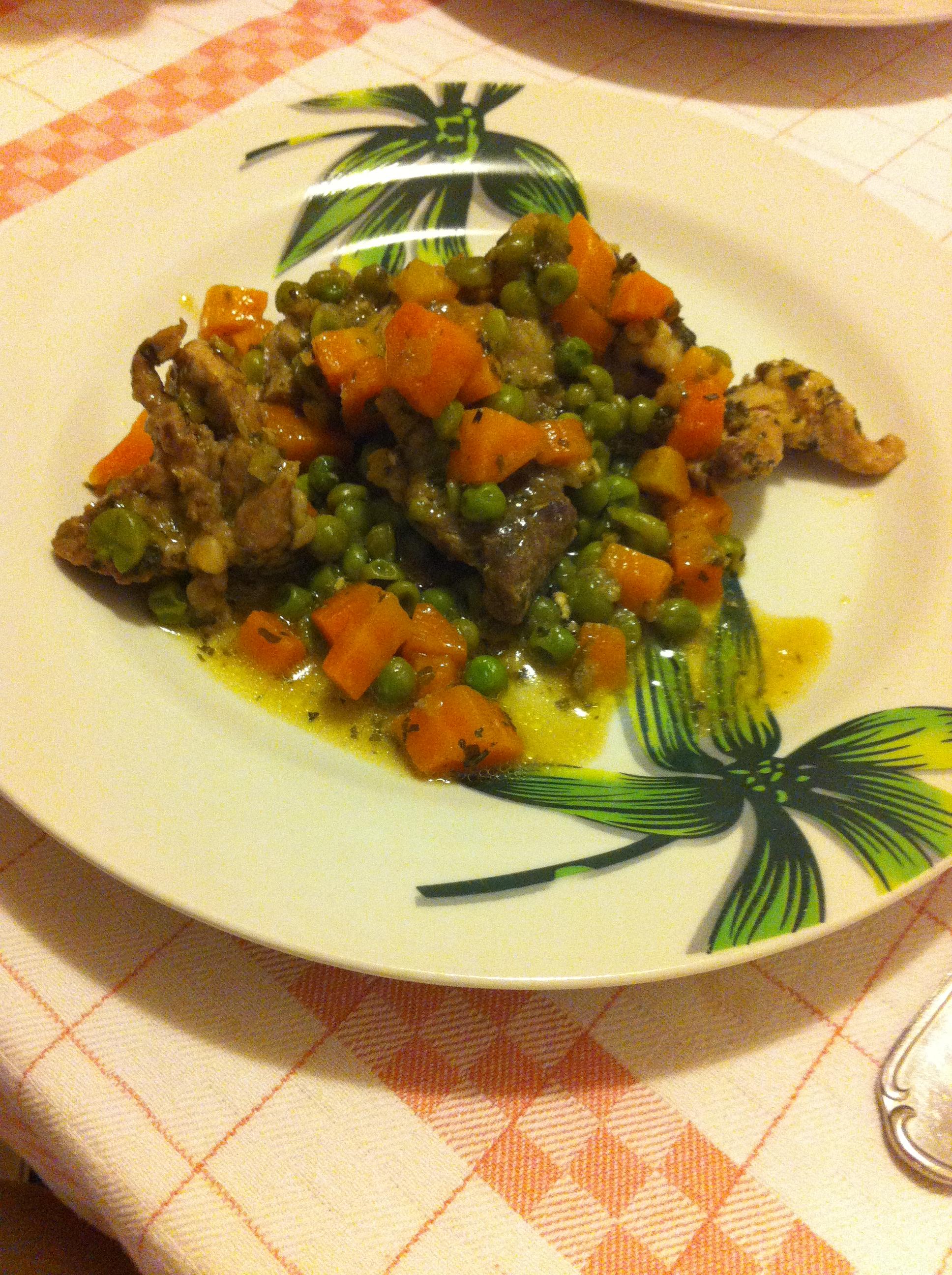 Spezzatino di vitello con carote e piselli