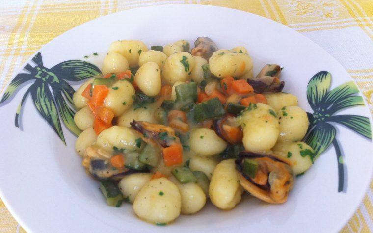 Gnocchi con verdure e cozze