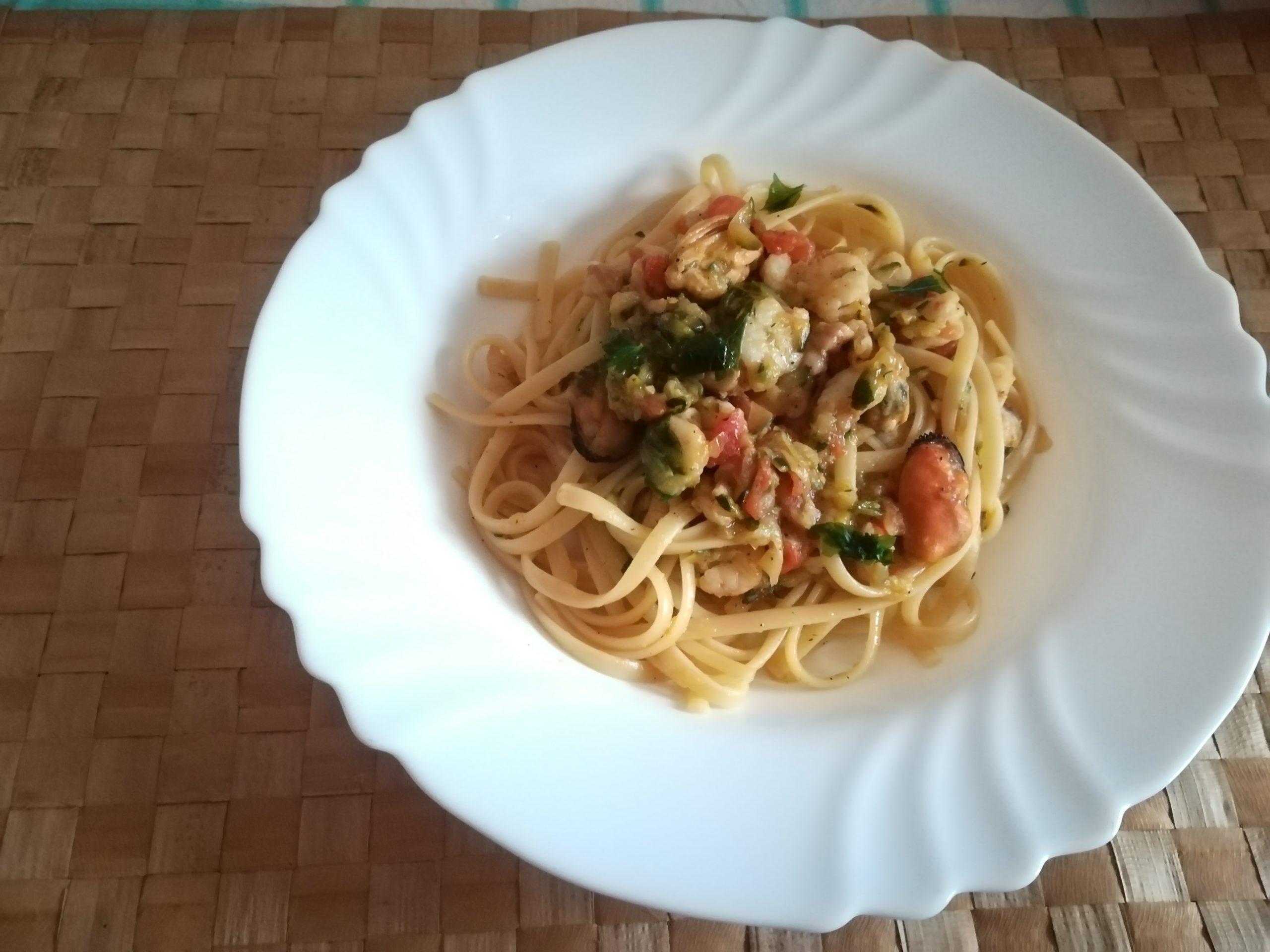 Linguine con cozze gamberi e zucchine