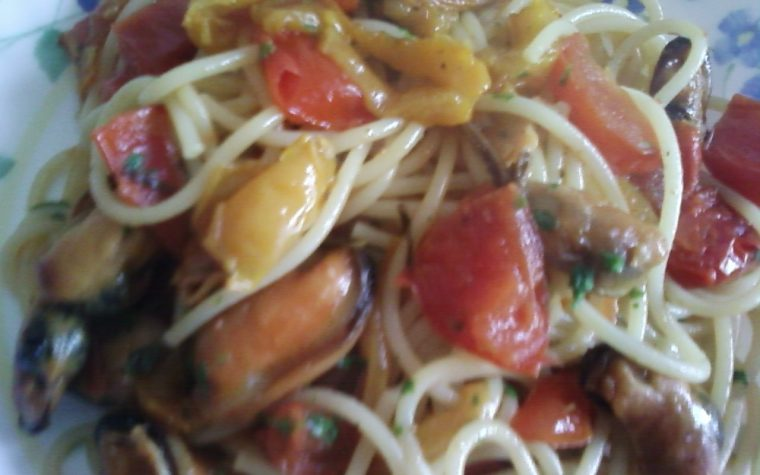 Spaghetti con cozze e peperoni
