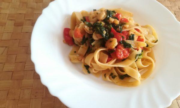 Fettuccine con gamberetti e spinaci