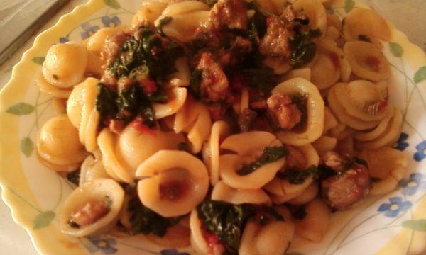 Orecchiette con salsiccia e spinaci