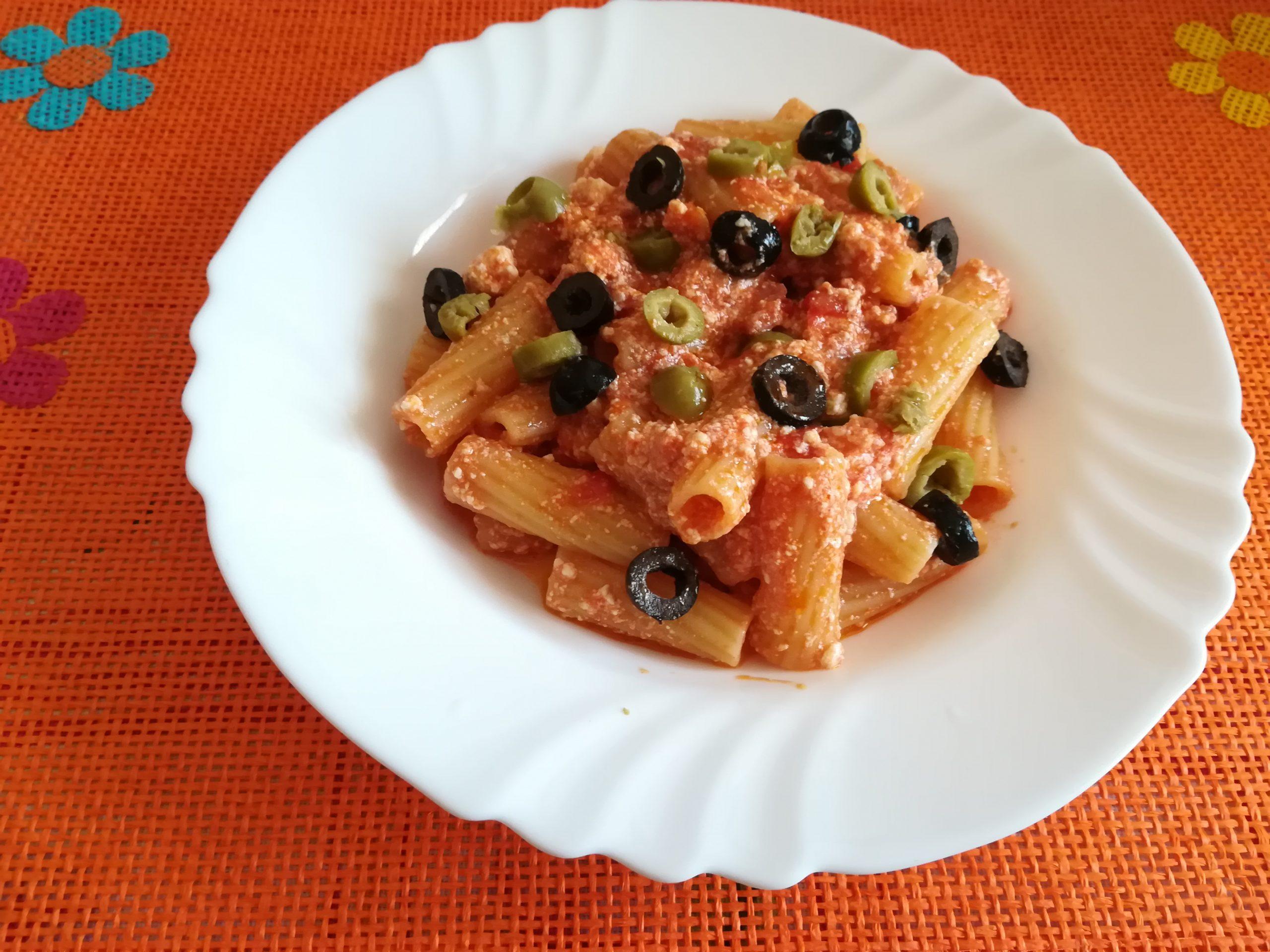 Rigatoni con ricotta e olive