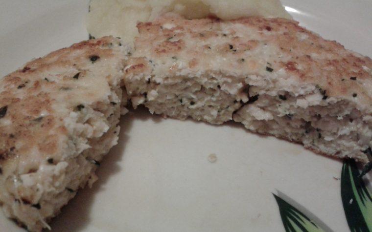Hamburger di pollo e uova sode