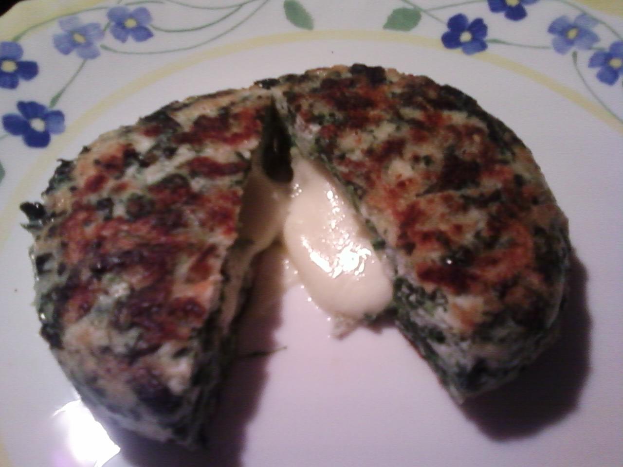 Hamburger di pollo e spinaci con ripieno
